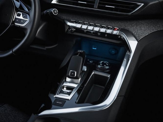 New SUV PEUGEOT 5008: Chrome in the cabin