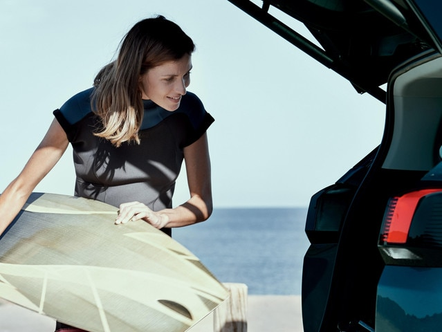 New SUV PEUGEOT 5008: Spacious boot